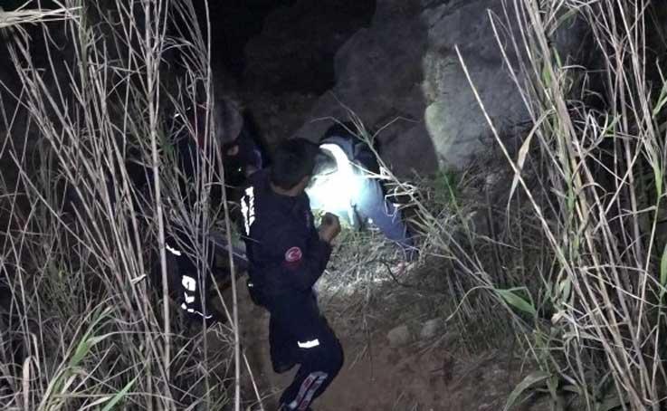 Amatör balıkçı cep telefonun şarjı bitince falezlerde mahsur kaldı