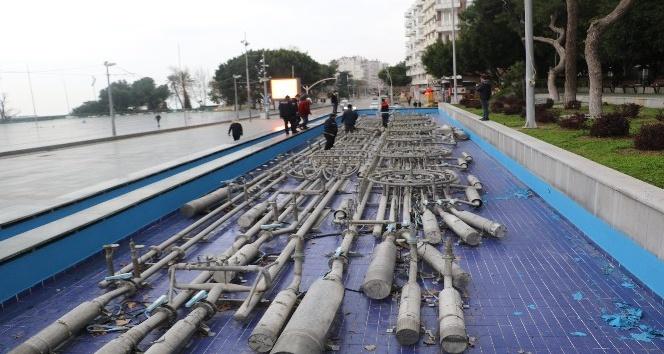 Antalya'da dev süs havuzunun fıskiyelerini çaldılar