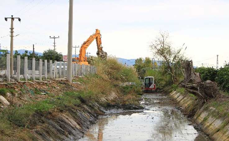 Sulama kanallarını temizleniyor