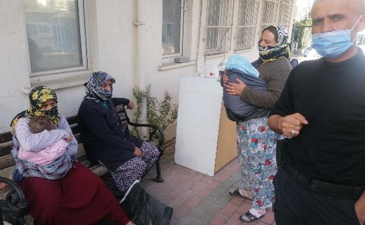 Kucaklarında bebekle polise yakalanan dilencilere 16 bin lira ceza