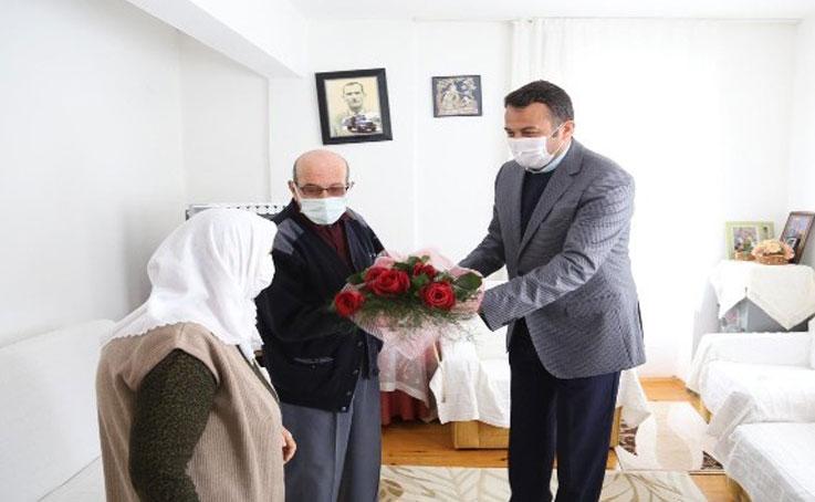 Ulutaş, Sevgililer Gününde yaşlı çiftleri ziyaret etti