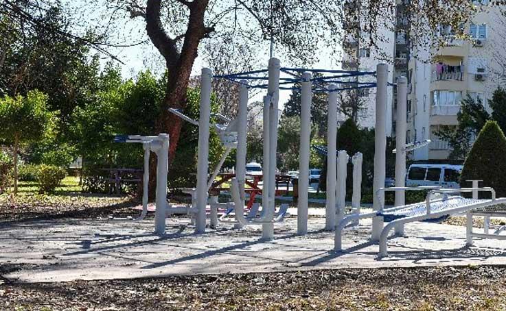 Muratpaşa'da yangında zarar gören park yenilendi