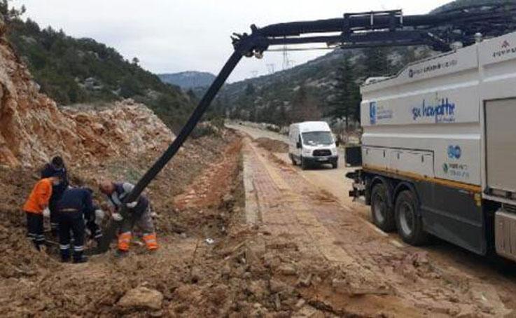Akseki'de kanalizasyon hattına bakım