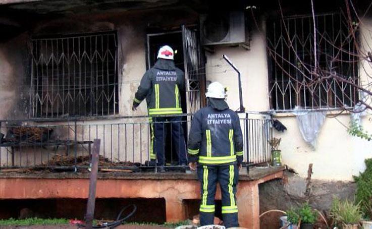 Evde meydana gelen patlamada anne ile oğlu yaralandı