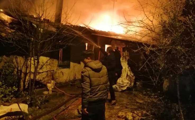 Yatalak yaşlı kadın yangında yaşamını yitirdi