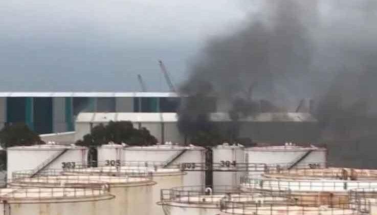 Antalya'da gemi yapım atölyesinde çıkan yangın maddi zarara neden oldu