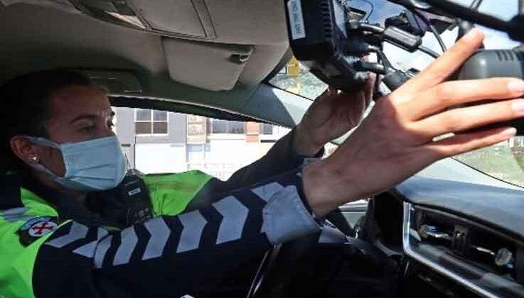 Türkiye'nin tek kadın radar polisi Antalya'da hıza geçit vermiyor