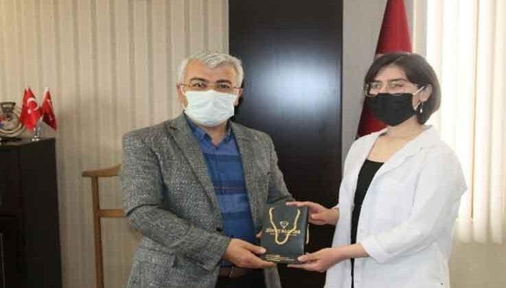 Türkiye 7.'si Fatma Nur Sezgen'e Kaymakam Yiğit'ten ödül
