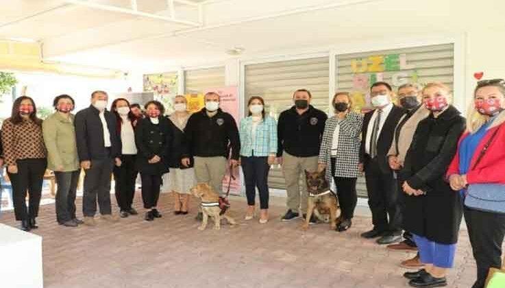 Polis eşleri, görme engelli çocuklarla bir araya geldi