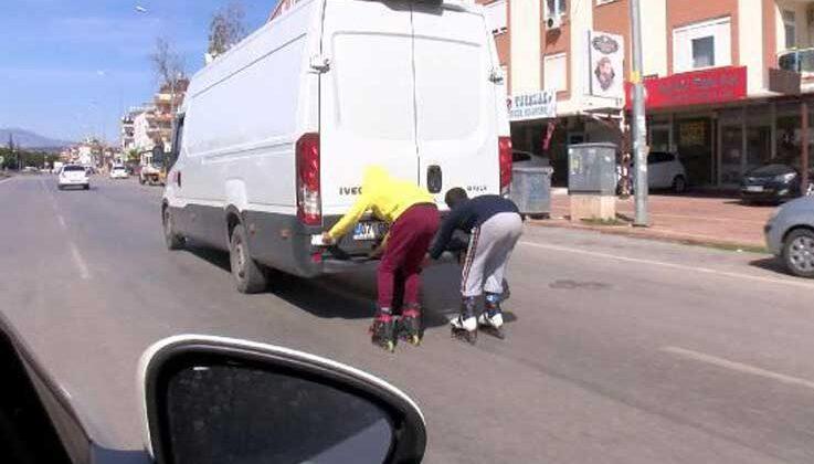 Antalya'da patenli gençlerin tehlikeli yolculuğu