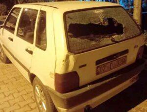 Evinin cam ve pencerelerini kırıp, çıktığı sokakta otomobil ve iş yerlerine zarar verdi