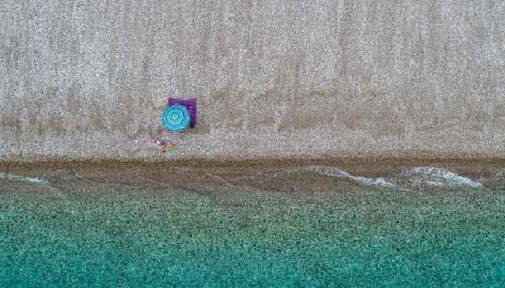 Antalya'da denetim arttı, sahil boşaldı