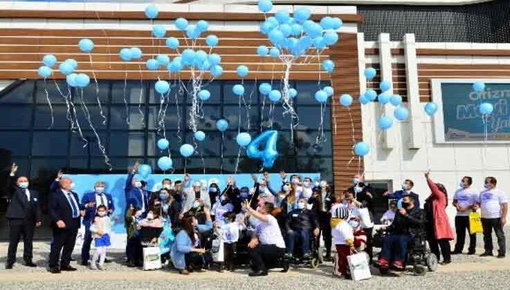 Manavgat, otizm farkındalığı için maviye büründü