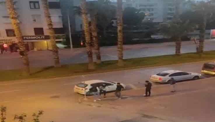 Otomobil sürücüsü, tartıştığı motosiklet sürücüsünün kafasına kask ile vurdu