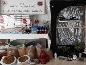 Kaçak alkol ve uyuşturucu madde üreterek satışını yapan 3 kişi gözaltına alındı