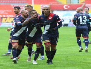 Antalyaspor'da Naldo 1 attı, 3 getirdi