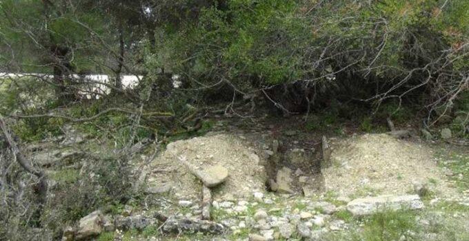 Antalya'da tarihi mezarlar tahrip ediliyor