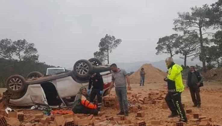 Tuğla yüklü kamyonun freni patladı: 4 yaralı
