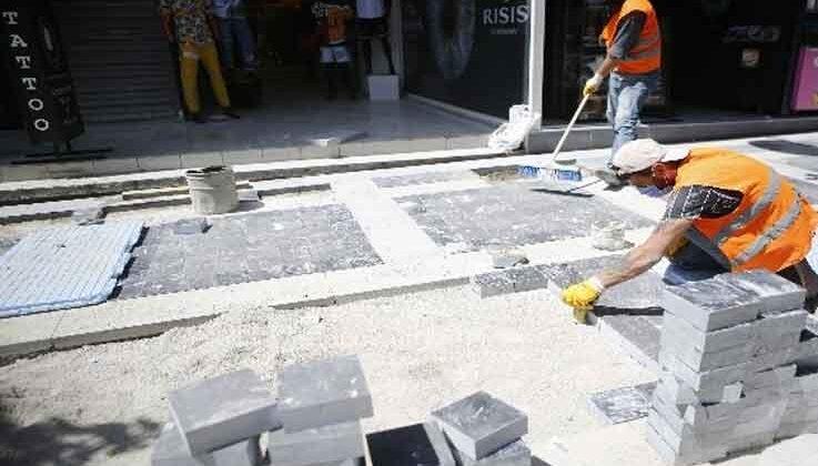 Atatürk Caddesi'nin batı kaldırımı yenileniyor