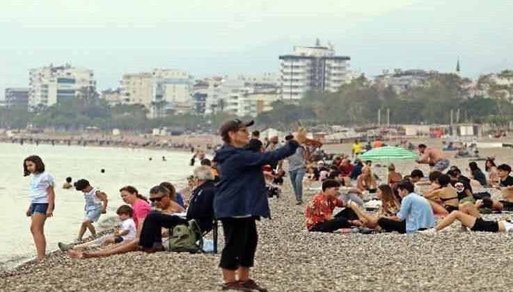 Tam kapanmaya saatler kala dünyaca ünlü sahile vatandaş akını