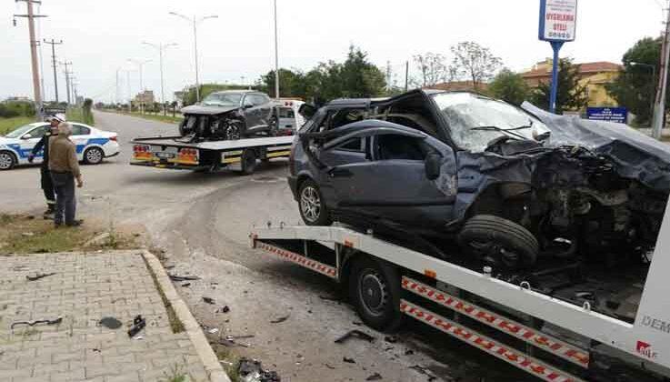Antalya'da kontrolsüz kavşakta feci kaza: 6 yaralı