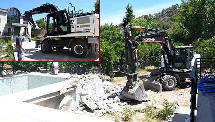 Eski belediye başkanının eşinin kaçak villası yıkılıyor