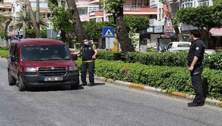 Alanya'da polis ekiplerinden sıkı 'tam kapanma' denetimi