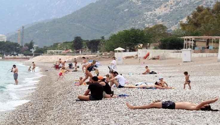 Antalya'da sahilde yerleşik olmayan turist yoğunluğu
