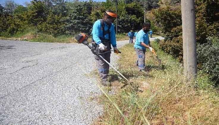 Alanya Belediyesi yollarda bakım ve temizlik yapıyor