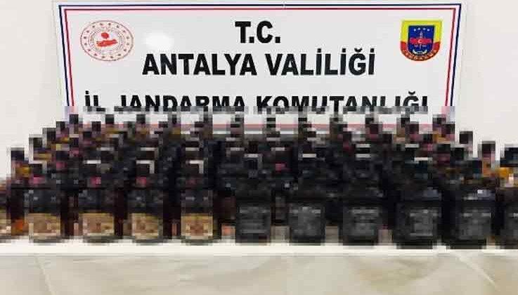 Durdurulan araçta 30 bin TL değerinde kaçak içki ele geçirildi