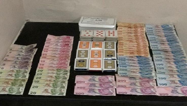 Antalya'da evde kumar oynayan 12 kişiye 110 bin 568 lira ceza