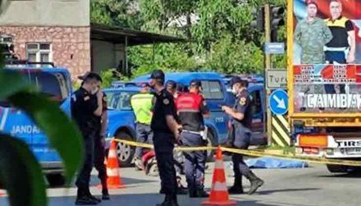 TIR'ın altında kalan kasksız sürücü öldü