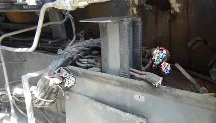 100 liralık kablo çalmak için otobüslere 15 bin liralık zarar verdiler