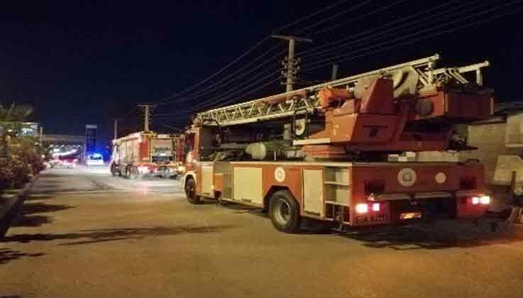 Antalya'da çatı sistemleri üreten işyerinde çıkan yangın ucuz atlatıldı