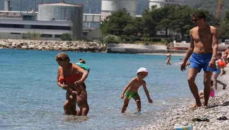 Dünyaca ünlü sahil tek kısıtlama gününde turistlere kaldı