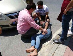 Kasksız motosiklet sürücüsü saniyelerle ölümden döndü