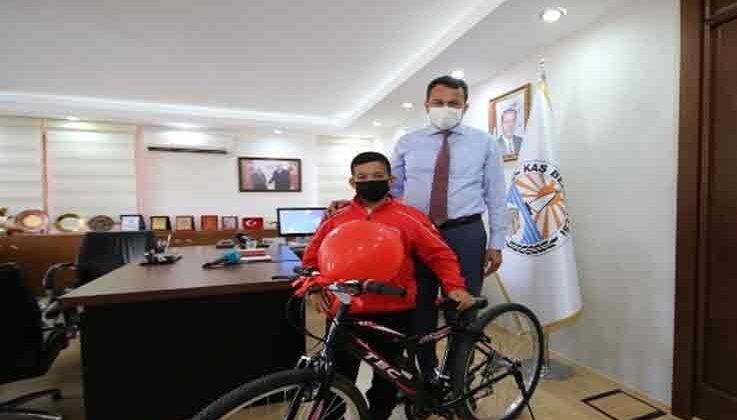 Kaş Belediyesi güreşçisi Karakurum, Türkiye üçüncüsü oldu