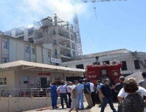 Hastane ek bina inşaatında çıkan yangın korkuttu