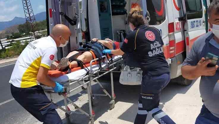 Antalya'da otomobil takla attı: 2 yaralı