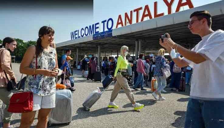 Antalya, 4 günde turist sayısında geçen yılın temmuzunu geçti