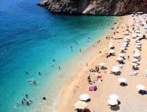 Normalleşmeyle birlikte dünyaca ünlü Kaputaş Plajı'na yoğun ilgi
