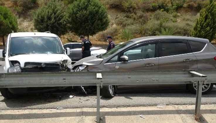 Manavgat'ta trafik kazası: 2'si çocuk 3 yaralı