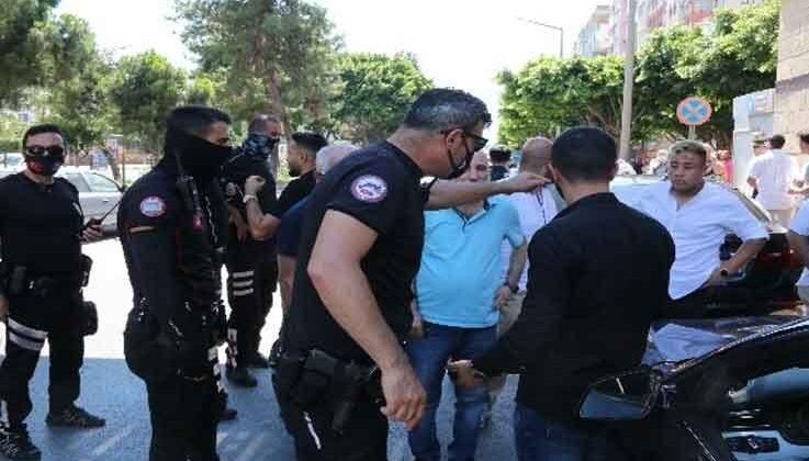 Düğün konvoyunda rastgele ateş edip, polisleri peşine taktı