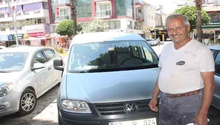 Çalınan aracı için ifade verirken polis hırsız ve aracı bulup sahibine teslim etti