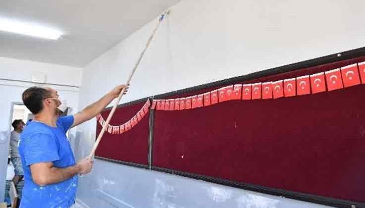 Konyaaltı'nda okullara bakım onarım çalışması yapılıyor