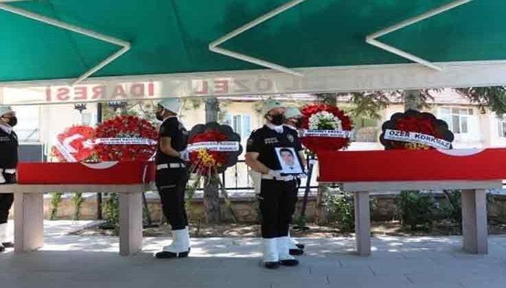 Trafik kazasında hayatını kaybeden polis memuru ve çocuğu son yolculuklarına uğurlandı