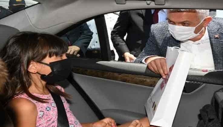Vali Yazıcı, Çocuk Evleri Sitesi'nde kalan çocuklarla bir araya geldi