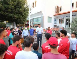 Kaş Belediyesi güreş takımı Kırkpınar için Edirne'ye uğurlandı