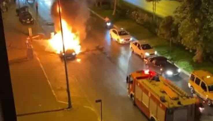 Antalya'da yanan otomobilde can pazarı