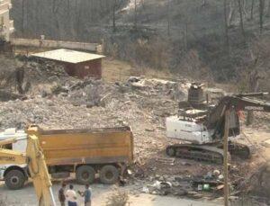 2 kişinin yanarak öldüğü Kalemler'de yanan evlerin yıkımına başlandı
